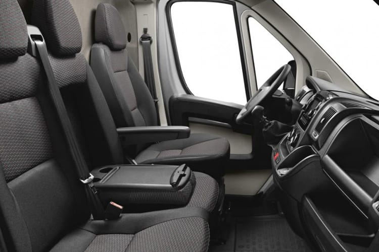 Peugeot Boxer 335 L4 2.2 BlueHDi FWD 165PS Built for Business Plus Luton Manual [Start Stop] inside view